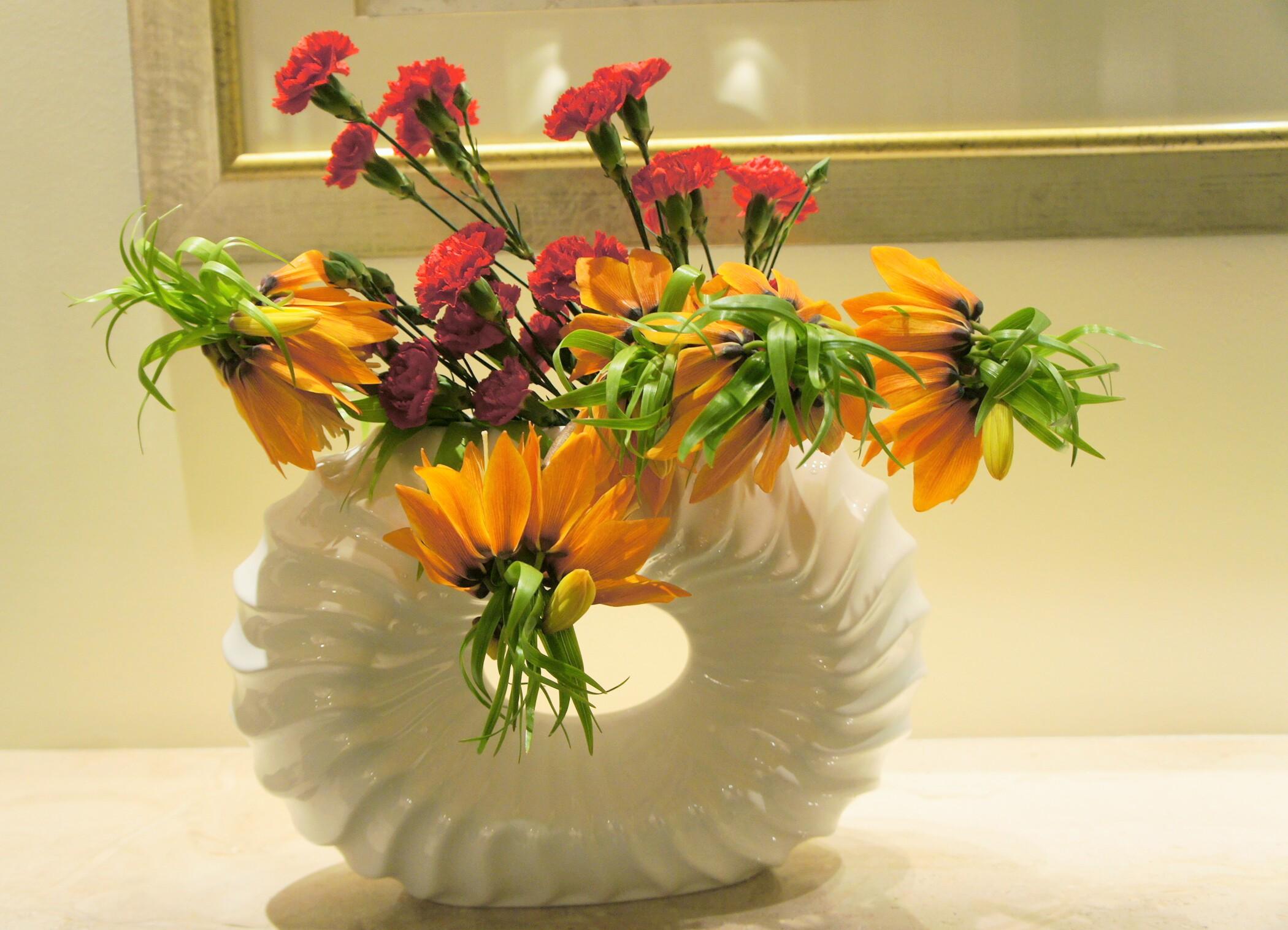 kompozycja na recepcję z kwiatów szachownicy cesarskiej