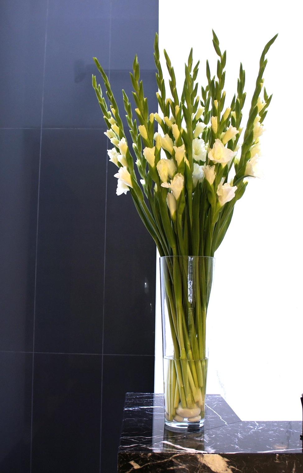 dekoracja recepcji z kwiatów mieczyków