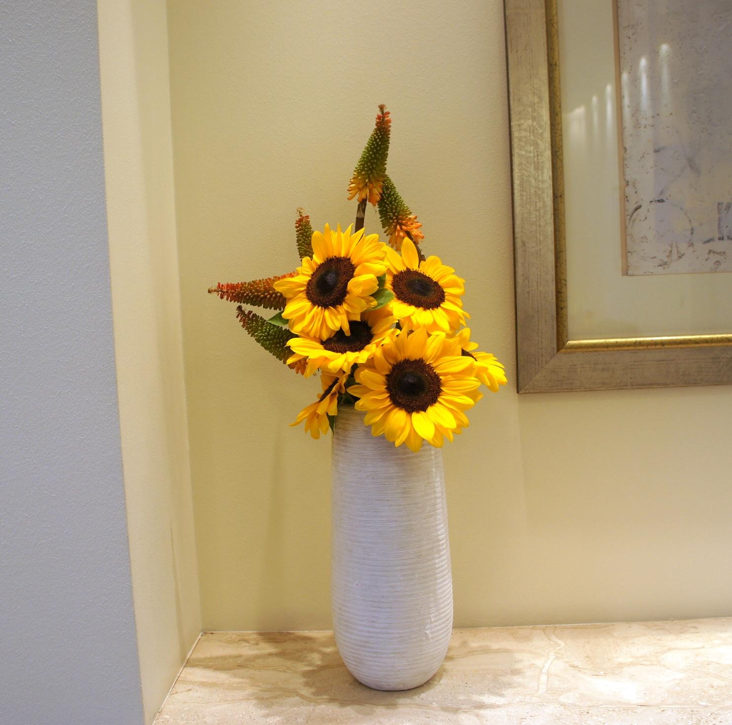 dekoracja rececpji ze słoneczników